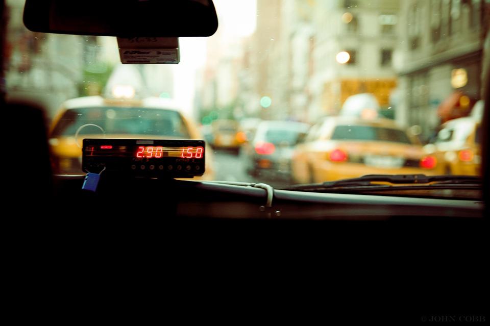 网约车系统丨郑州市区出租车明年全部换为纯电动